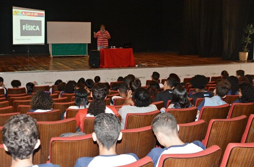 Estudantes de Volta Redonda têm mais um aulão de preparação para o Enem