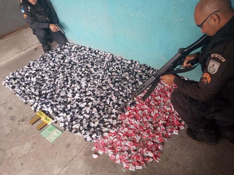 Homem é preso com mais de 4000 pinos de cocaína em Volta Redonda