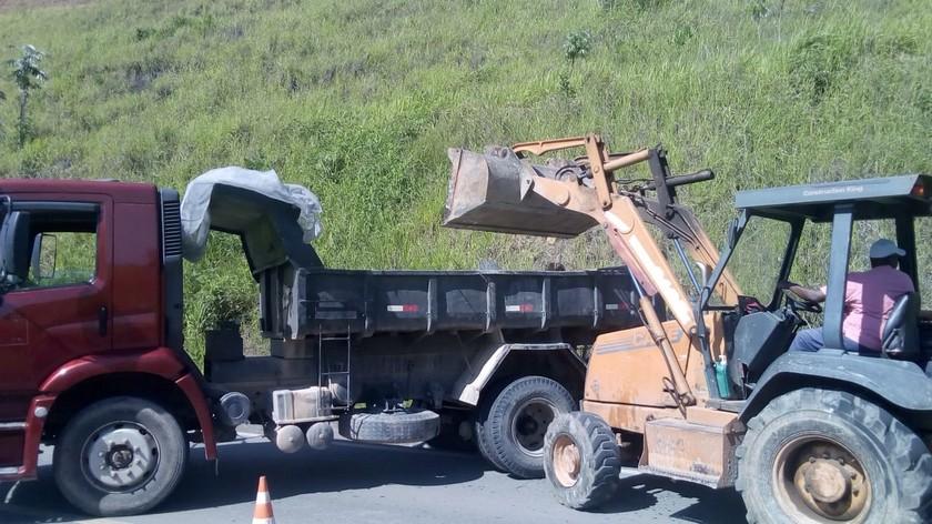 Prefeitura retira 250 toneladas de entulho da Rodovia do Contorno