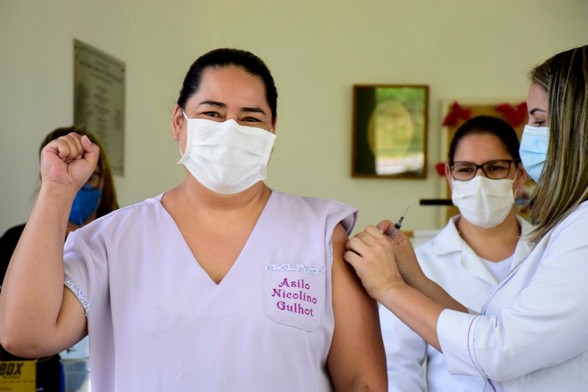 Prefeitura de Resende promove vacinação no Asilo Nicolino Gulhot contra a covid-19